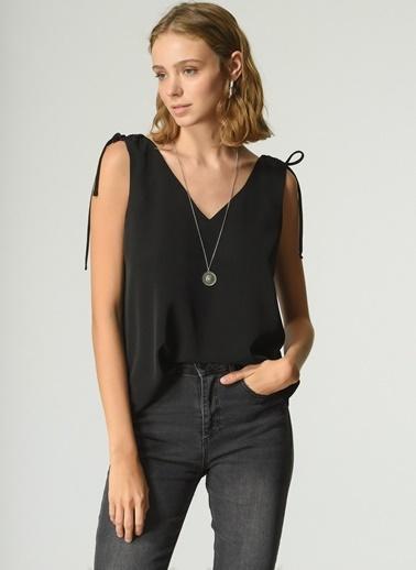 NGSTYLE Kadın Omuz Baglama Detaylı Bluz NGKSS21BL0027 Siyah